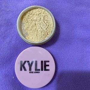 KYLIE COSMETICS YELLOW LOOSE SETTING POWDER